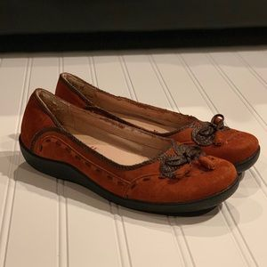 Hush Puppies Flat with Bow Size 6